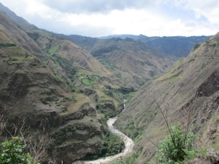 Stunning ride through the valley towards Ecuador